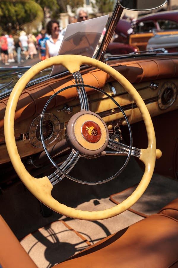 Negro Packard 1940 en el Car Show cl?sico del 32do dep?sito anual de N?poles imagenes de archivo