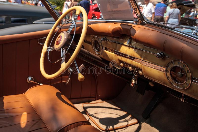 Negro Packard 1940 en el Car Show cl?sico del 32do dep?sito anual de N?poles foto de archivo libre de regalías