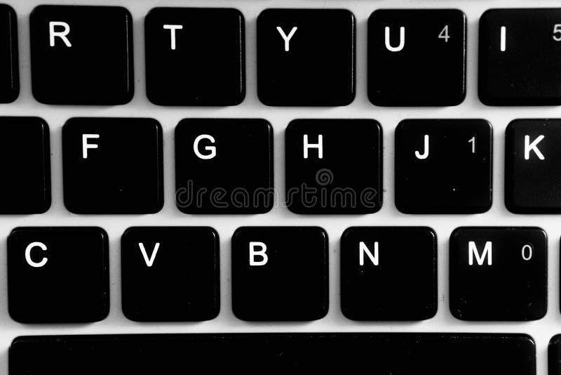 negro y con el ordenador del teclado foto de archivo