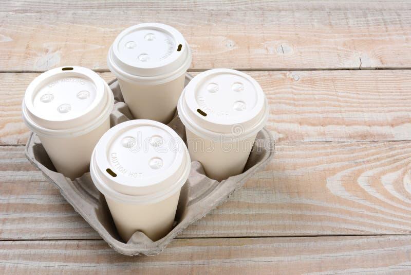 Nehmen Sie Kaffeetassen heraus lizenzfreie stockbilder