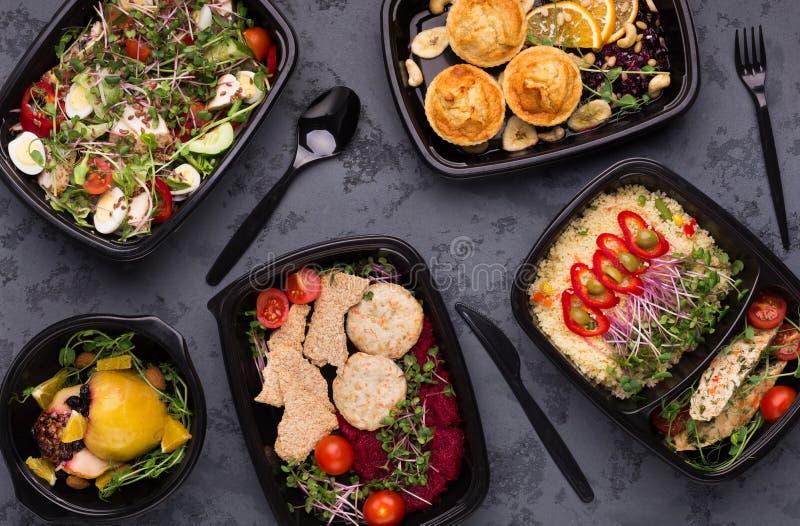 Nehmen Sie Nahrung, Vielzahl der Draufsicht der gesunden Mahlzeiten weg lizenzfreies stockbild