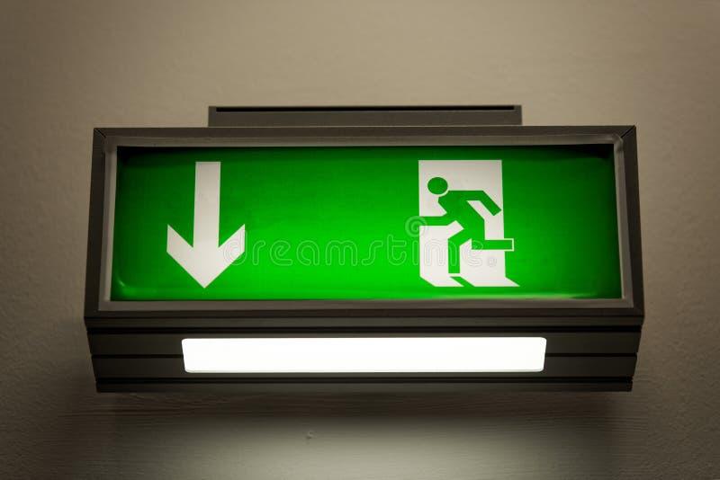 Nehmen Sie Zeichen Auf Der Wand Heraus Stockbilder