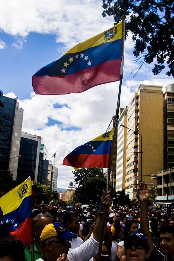 23-01-2019 nehmen venezolanische Protestanten zu den Straßen, um ihre Unzufriedenheit an der illegitimen Übernahme von Nicolas Ma lizenzfreies stockfoto