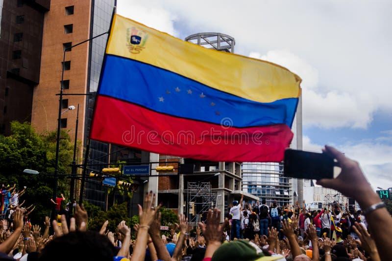 23-01-2019 nehmen venezolanische Protestanten zu den Straßen, um ihre Unzufriedenheit an der illegitimen Übernahme von Nicolas Ma lizenzfreie stockfotografie