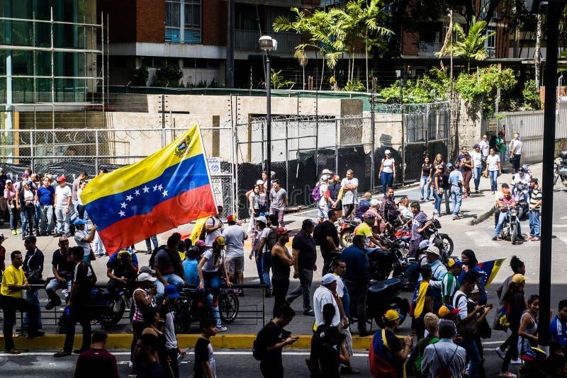 23-01-2019 nehmen venezolanische Protestanten zu den Straßen, um ihre Unzufriedenheit an der illegitimen Übernahme von Nicolas Ma stockfotos