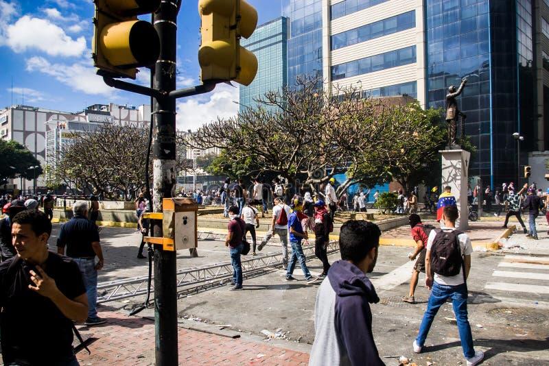 23-01-2019 nehmen venezolanische Protestanten zu den Straßen, um ihre Unzufriedenheit an der illegitimen Übernahme von Nicolas Ma stockbilder