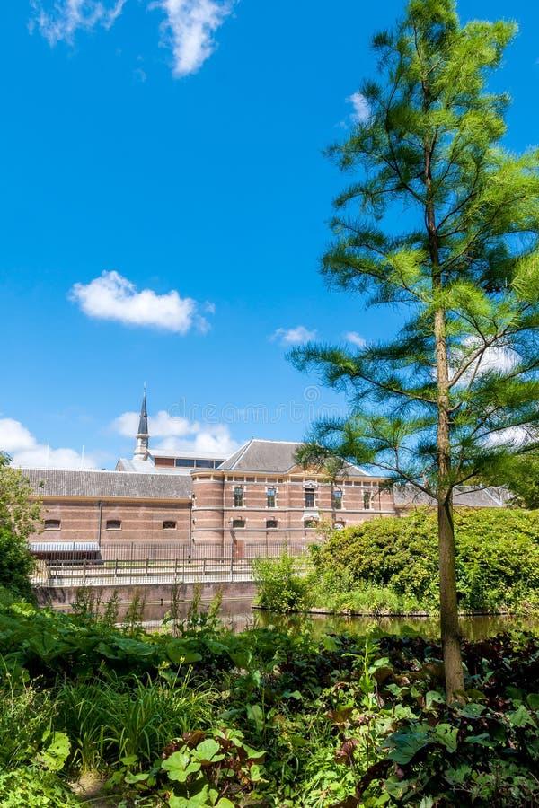 Nei giardini del palazzo del palazzo di Noordeinde a L'aia, overloo immagini stock libere da diritti