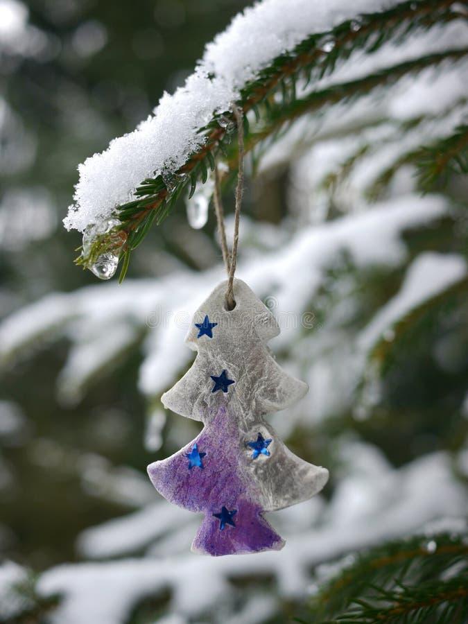 Neige accrochante d'arbre de décoration différente de Noël photo stock