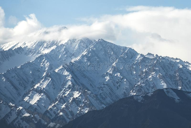 Neige Mountain View de secteur de Leh Ladakh, pi?ce de Norther de l'Inde images stock