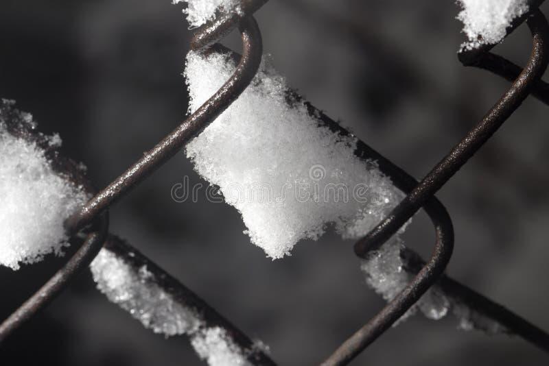 Neige sur la barrière Plan rapproché photos libres de droits