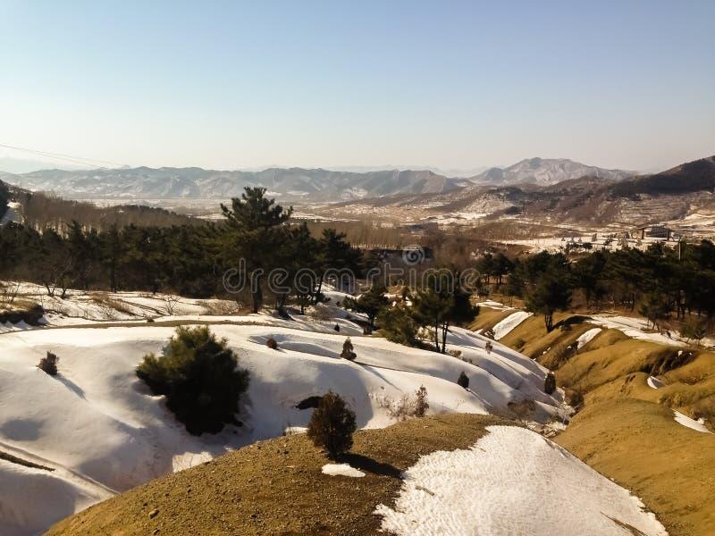 Neige sur la colline photo libre de droits