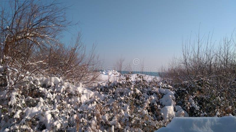 Neige sur la mer images libres de droits