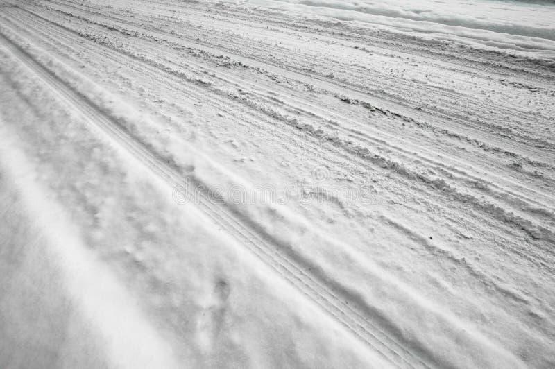 Neige sur la route photographie stock libre de droits