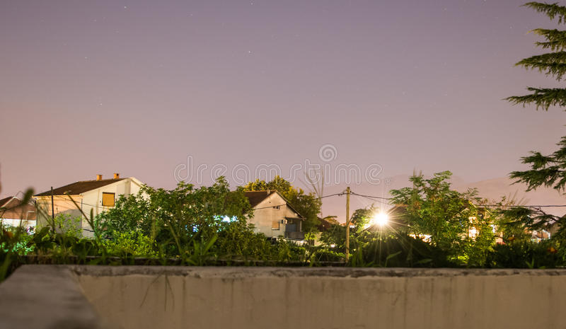 Neighbourhood på natten royaltyfri foto