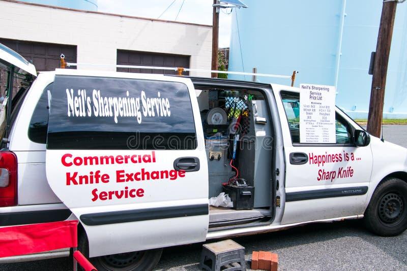 Neil ` s ostrzenia usługa Nożowy samochód dostawczy przy Collingswood ` s Średniorolnym rynkiem obraz royalty free