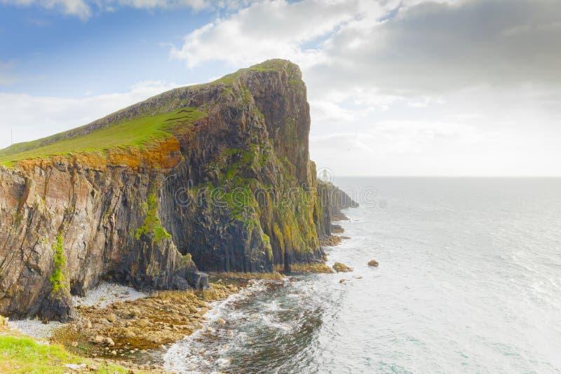 Neist-Punktklippen und Leuchtturmschottland-skye Insel lizenzfreie stockfotos