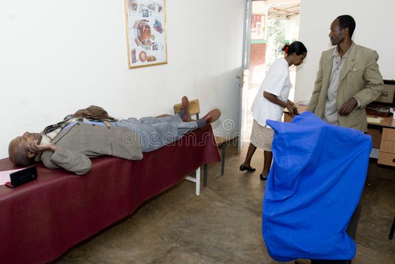 nekempte pielęgniarki oczny cierpliwy częstowanie obraz royalty free