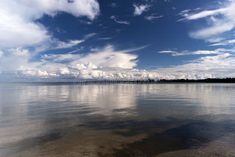 Nel lago Vättern immagini stock