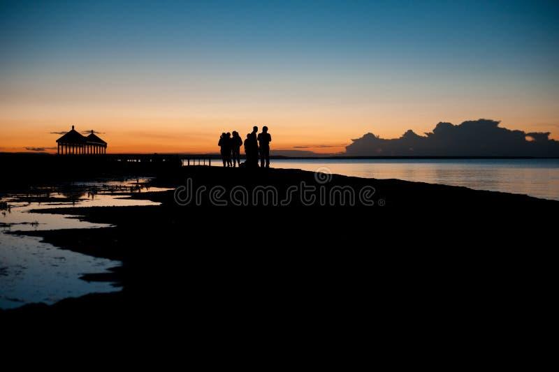 Nell'ambito della luce della luna del lago cinese qinghai, lago qinghai della notte sotto i turisti immagini stock