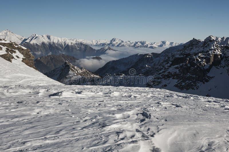 Nella cima della montagna in Italia - stagione invernale - neve di avventura - Aosta - Champorcher immagine stock libera da diritti