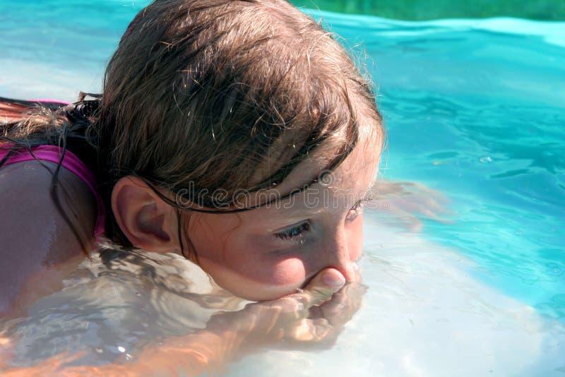 Nella piscina fotografie stock libere da diritti