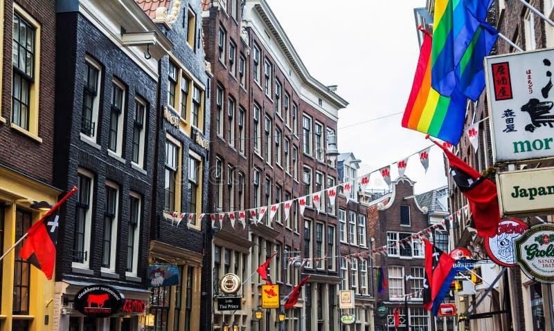 Nelle vie del centro di amsterdam con le case tipiche for Centro di amsterdam