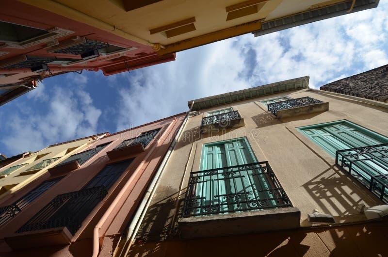 Nelle vie di Collioure fotografia stock