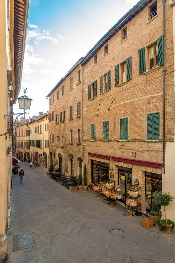 Nelle vie di Montepulciano in Toscana - in Italia immagini stock libere da diritti