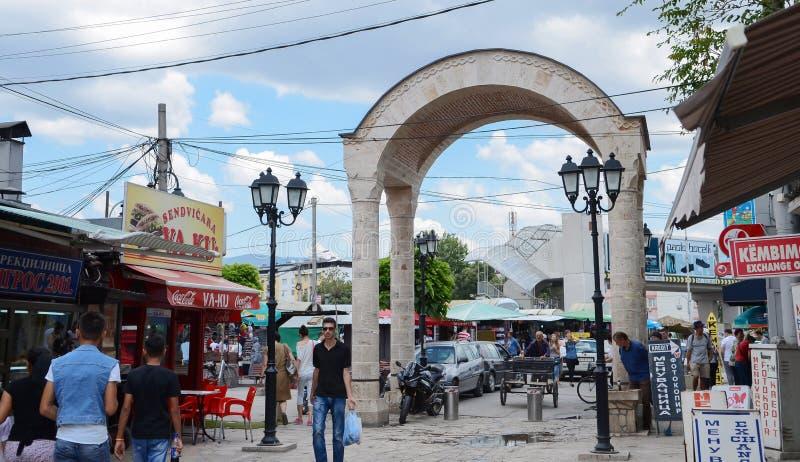 Nelle vie di vecchia città Skopje Skopje è capitale della Macedonia fotografia stock