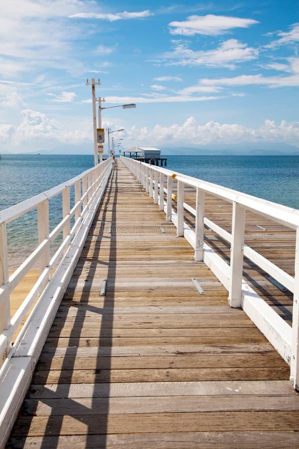 Nelly Bay Jetty, Magnetisch Eiland dichtbij Townsville Australië stock foto's
