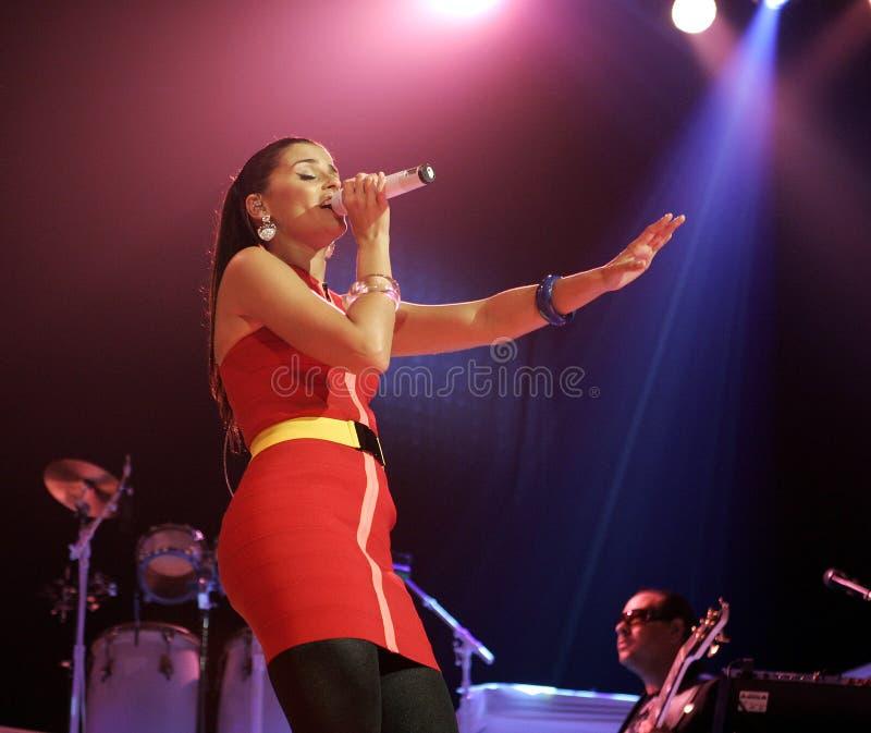 Nelly Furtado executa no concerto imagens de stock