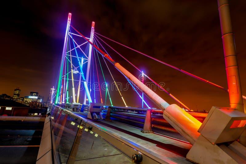 Nelson Mandela Bridge nachts lizenzfreies stockfoto