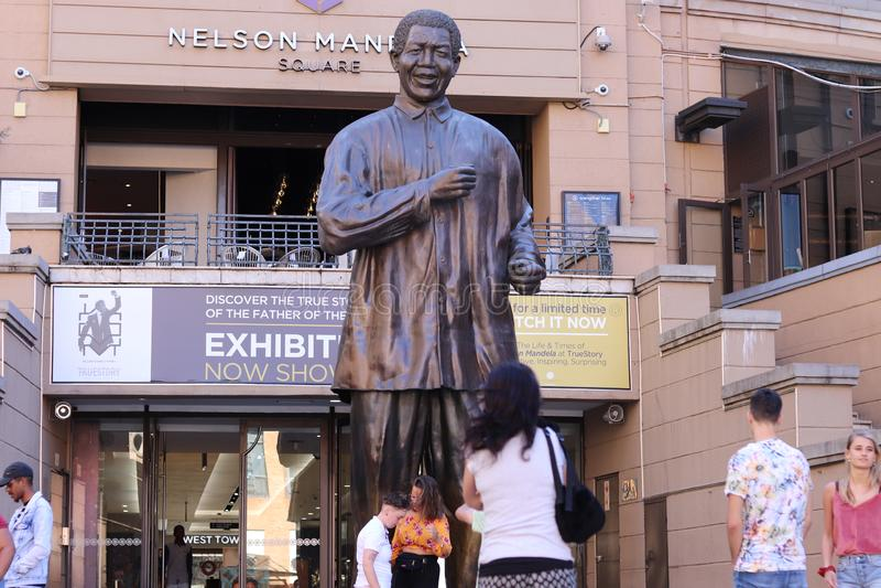 Nelson Mandela Square Statue stock foto
