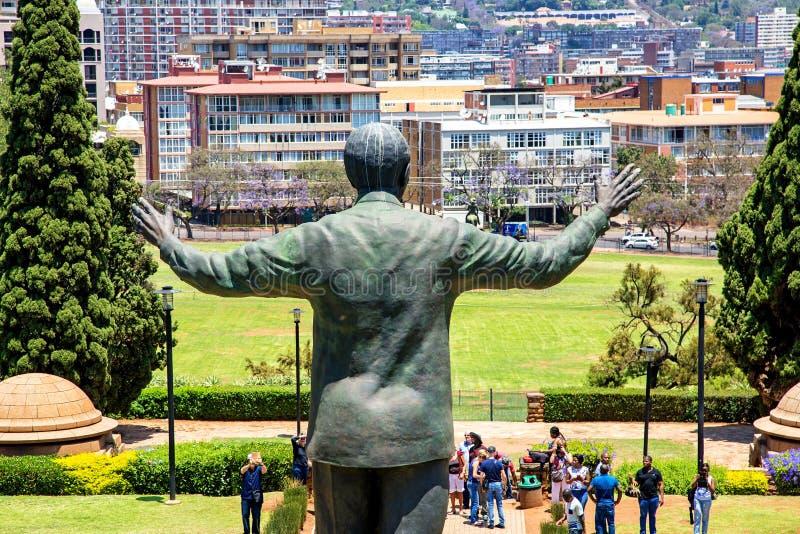 Nelson Mandela Statue a Pretoria Sudafrica fotografia stock libera da diritti