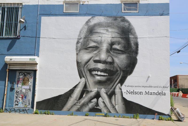 Nelson Mandela väggmålning i det Williamsburg avsnittet i Brooklyn arkivfoto