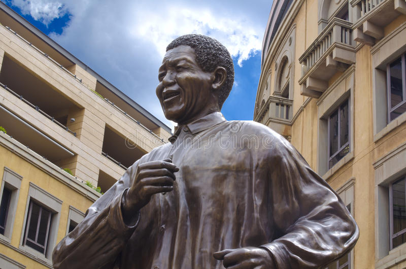 Download Nelson Mandela Statue In Johannesburg Editorial Image - Image of architecture, africa: 30149840