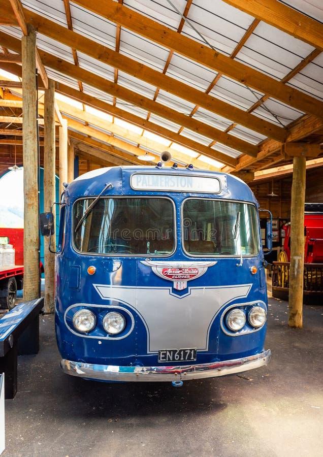 NELSON, NEW ZEALAND - 16. OKTOBER 2018: Flüssiger Clipper-Bus Vertikal stockfotos