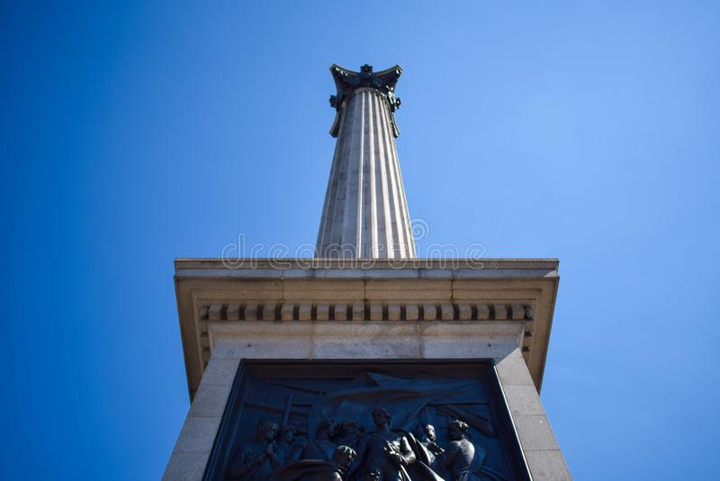Nelson' opinião do close-up da coluna de s em Trafalgar Square, Londres, Inglaterra imagens de stock