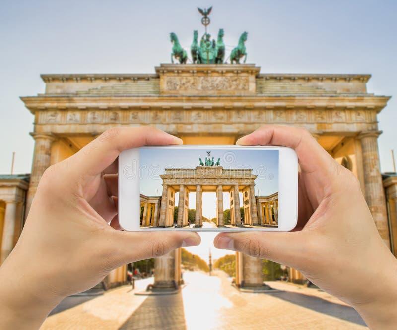 Nemend een beeld een poort van Brandenburg stock foto's