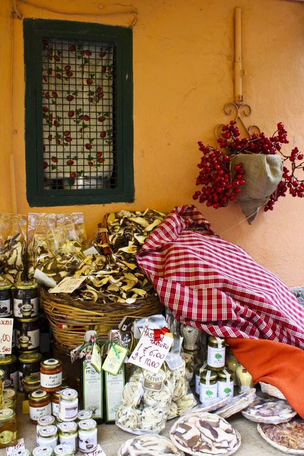 Nemi Włochy Sprzedaż domowej roboty rzeczy zdjęcie stock