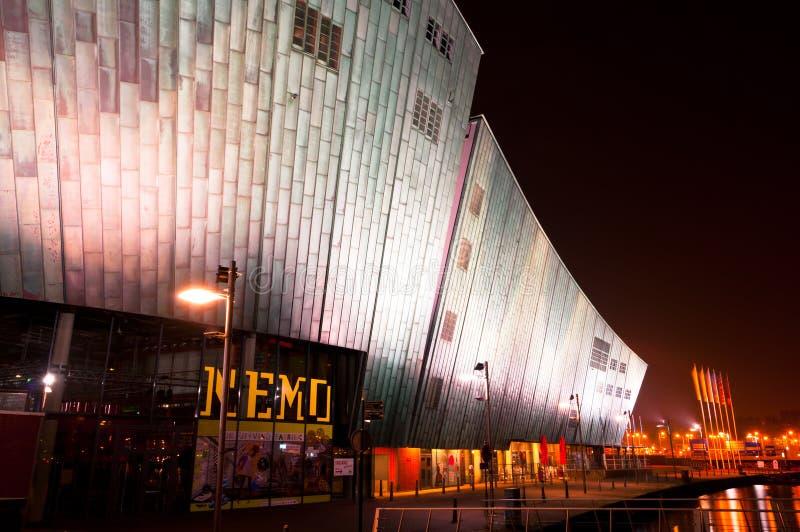 Nemo Museum en la noche en Amsterdam fotos de archivo