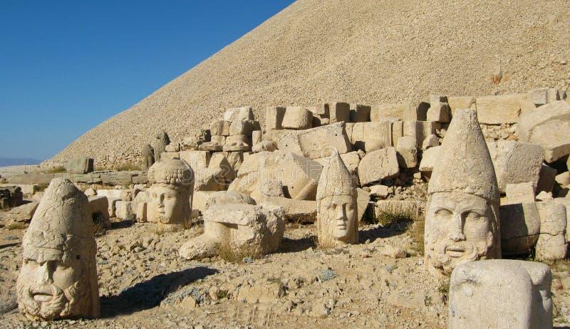 Nemrut Dagı Milli Parki, Mount Nemrut with ancient statues heads og the king anf Gods royalty free stock images
