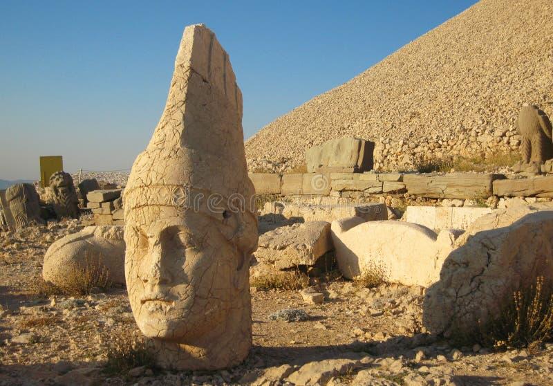 Nemrut Dagı Milli Parki, der Nemrut mit alten Statuen geht og die König anf Götter voran lizenzfreies stockbild