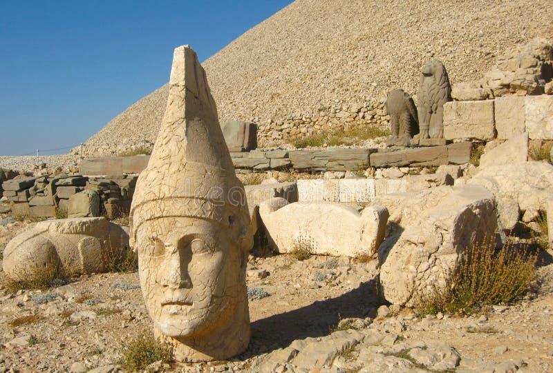 Nemrut Dagı Milli Parki, el Monte Nemrut con las estatuas antiguas dirige el og dioses del anf del rey fotos de archivo