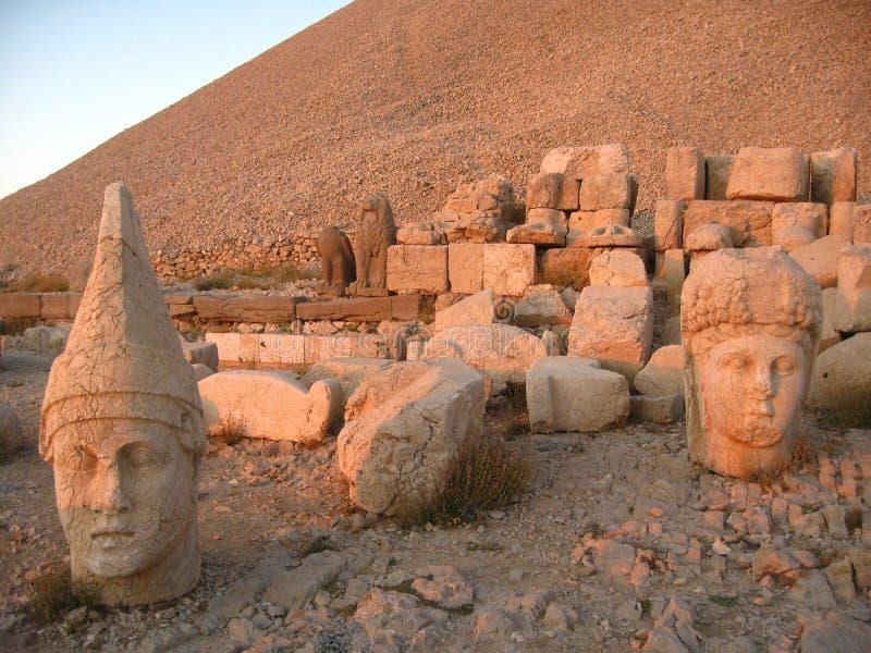 Nemrut Dagı Milli Parki, el Monte Nemrut con las estatuas antiguas dirige el og dioses del anf del rey imagen de archivo