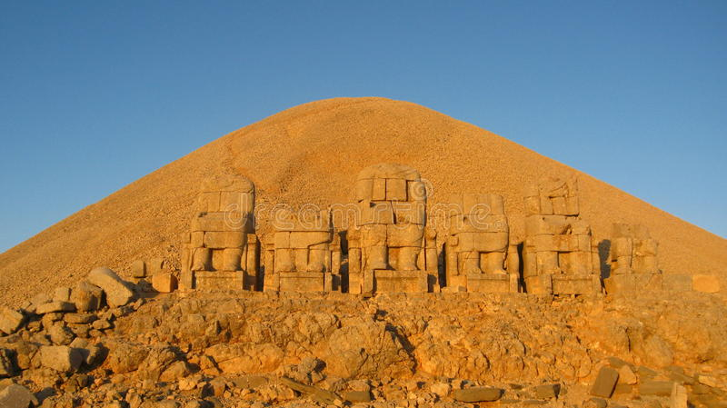 Nemrut Dagı Milli Parki, el Monte Nemrut con las estatuas antiguas dirige el og dioses del anf del rey foto de archivo libre de regalías