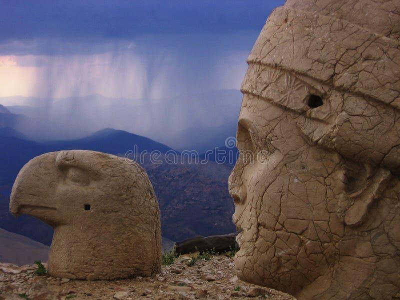 Nemrut Dagi - woede van goden stock foto's