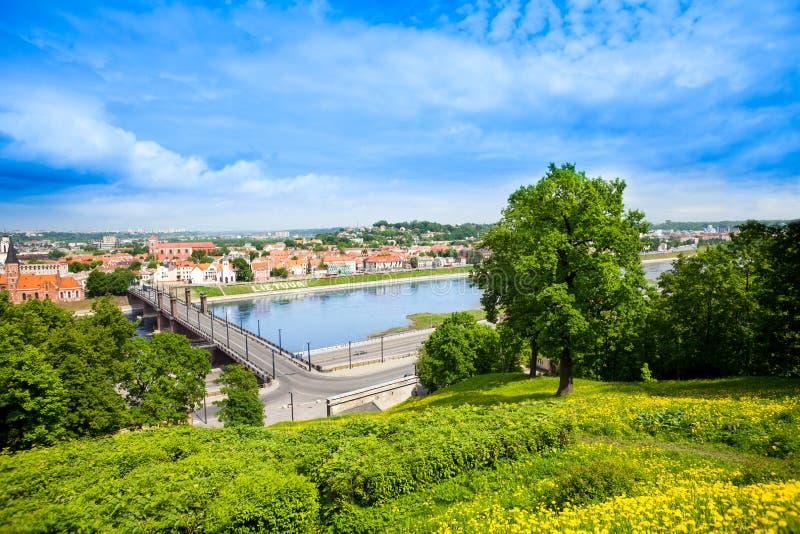 Nemunasrivier en Kaunas stock afbeelding