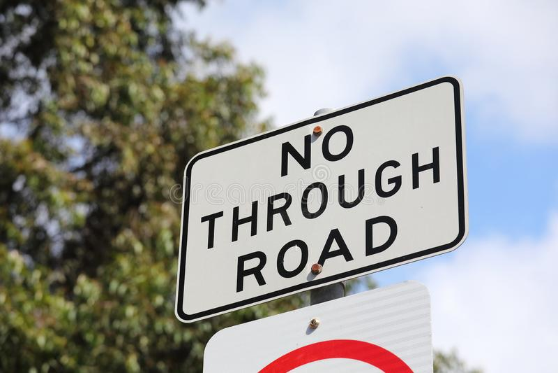 Nenhum - através do sinal de estrada Austrália fotografia de stock royalty free