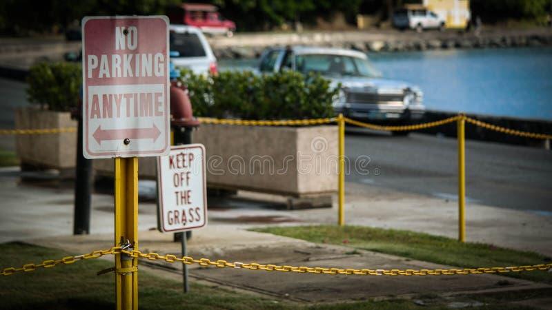 Nenhum estacionamento a qualquer momento imagens de stock